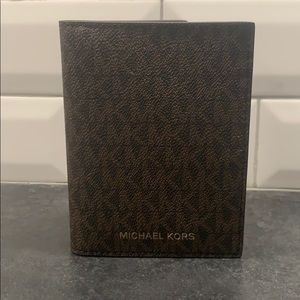 NEW Michael Kors Passport Wallet